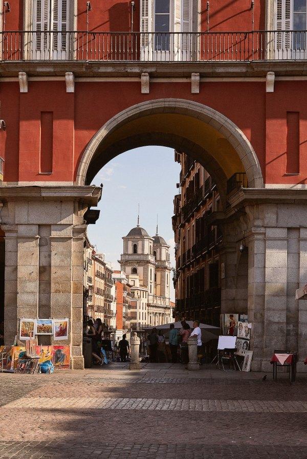 Walking Tour of Madrid photo by Lucas Ricci via Unsplash