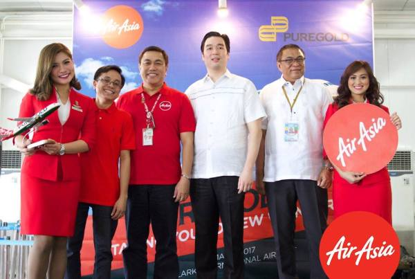 (L-R) AirAsia head of Ancillary Karlo Sanchez, Philippine AirAsia CEO Captain Dexter Commendador, Puregold Price Club Inc. CEO Vincent Co, and Clark International Airport Corporation president Alex Cauguiran in yesterday's unveiling of the Puregold-AirAsia aircraft livery partnership.