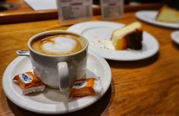 Cafe con Leche at La Vina
