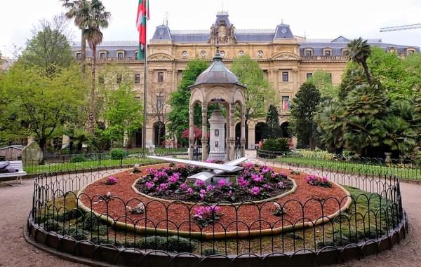 Flower Clock-Table at Plaza de gipuzkoa