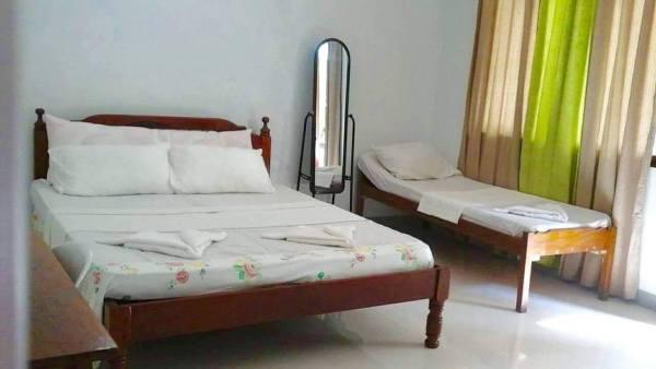 Rooms at Jadestar Lodge and Beach Resort