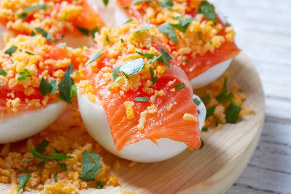 Filled eggs with salmon pintxos