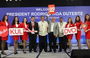 (5th from left) AirAsia Philippines CEO Captain Dexter Comendador, Ambassador Alfredo Yao, DTI Secretary Ramon Lopez, AirAsia Group CEO Tony Fernandes