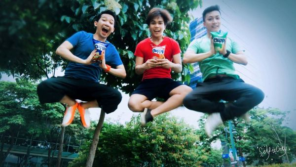 "Chippy Kada-Bucket List Challenge first monthly winner ""Chippers,"" composed of (from L-R) Chris Castillo, Gilbert Viel Esparas and Billy Jao, strike their best ""kada-jump"" shot pose, and won themselves tickets to Sandbox."