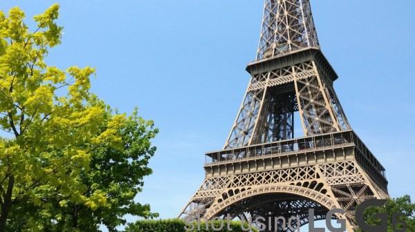 Eiffel tower photo using Standard angle