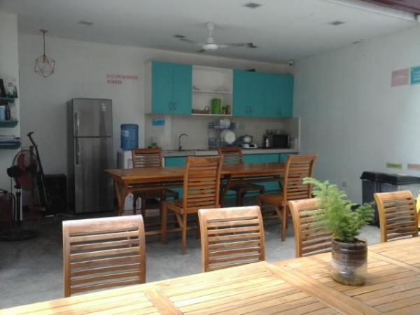 A sunny lounge area Second Wind Hostel Boracay