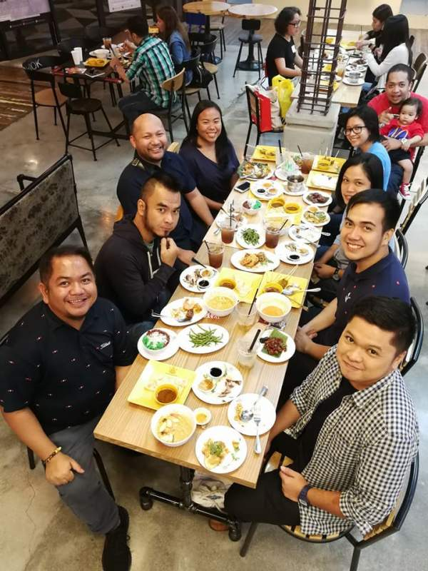 Pinoy Travel Bloggers after the grand opening of the Singapore Travel Showcase in SM Megamall Fashion Hall