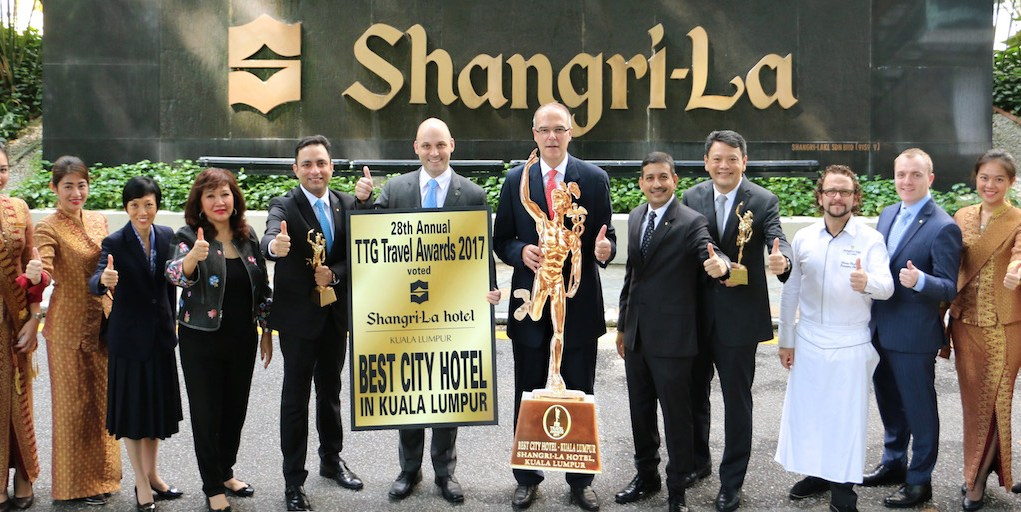 The Executive Committee members of Shangri-La Hotel, Kuala Lumpur, lead by Area General Manager Manfred Weber (centre), celebrating the outstanding achievement. (L-R): Director of Sales & Marketing Cheah Keat Fui, Area Director of Communications Dato' Rosemarie Wee, Executive Assistant Manager for Rooms Sachin Tyagi, Resident Manager Daniel Kaeflein, Area General Manager Manfred Weber, Director of Engineering Sidharth Chauhan, Area Financial Controller Lim Lian Chee, Executive Chef Olivier Pistre and Executive Assistant Manager for Food & Beverage Christopher Hough.