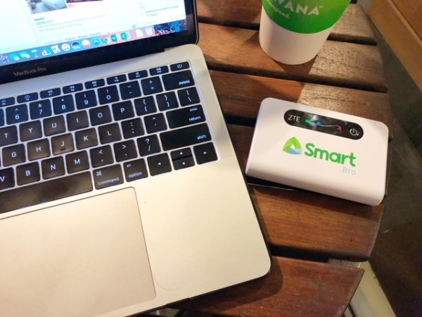 Smart Bro LTE 2-in-1 Pocket WiFi