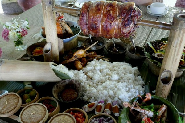 Lechon lunch at Sumilon