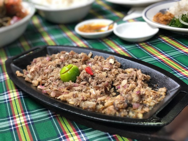 Everybodys Cafe Sisig