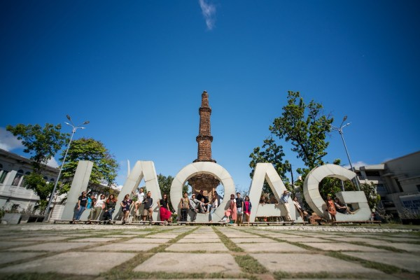 Aurora Park and Tobacco Monopoly Monument photo by Martin San Diego : NPVB Laoag City Travel Guide