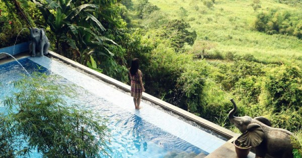 Luljetta's Hanging Gardens Spa Infinity pool at 10:00am