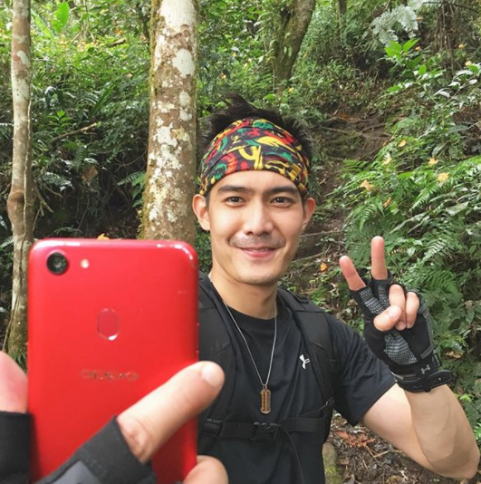 Robi Domingo Selfie with OPPO