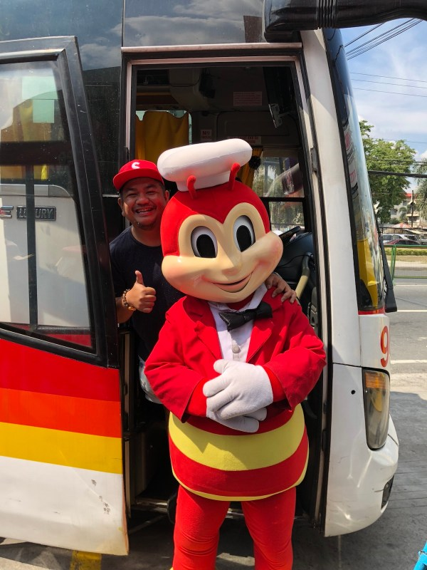 Stopover at Jollibee Capas Tarlac - Roadtrip from Tarlac to Laoag City