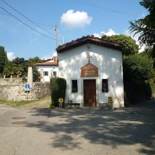 A small chapel en route to Lake Sirio