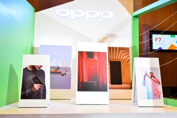 On top of the experiential product display area, the venue was dressed to reflect the cutting-edge technology that powers the OPPO F7 while catering to trendy interests such as art, photography, fashion, travel, and music.