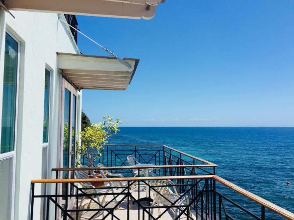 Huna Huna Cliff Resort photo via resort FB