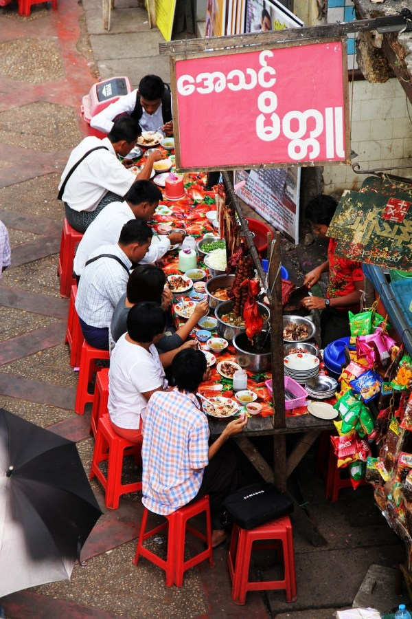 Streetfood vendors in Yangon