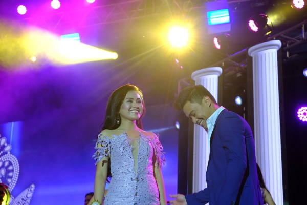 Edgar Allan Guzman serenades Miss Bohol contestants