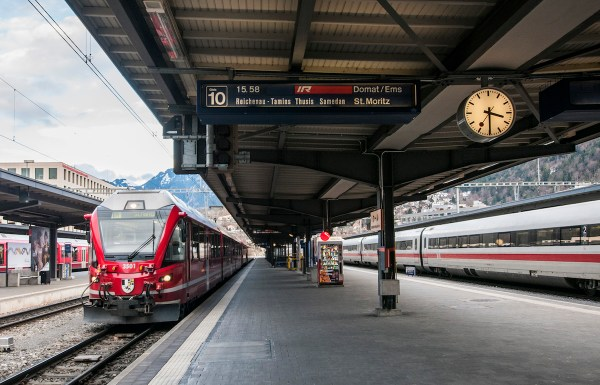 Connecting from the slow local train to the fast express from Zurich in Chur.