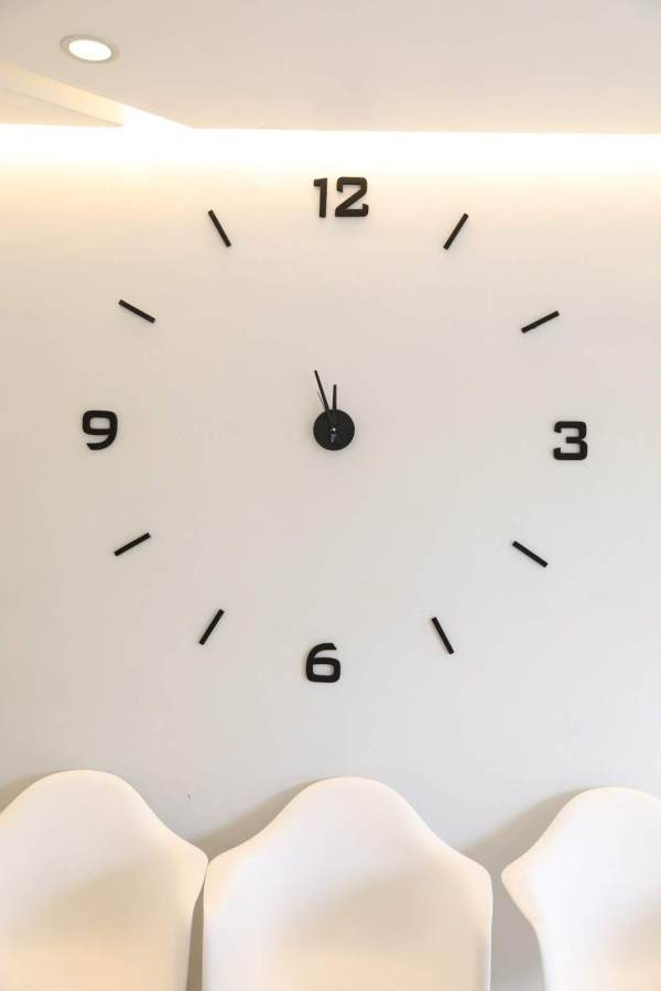 Giant clock situated at the Le Blanc Hotels Bistro