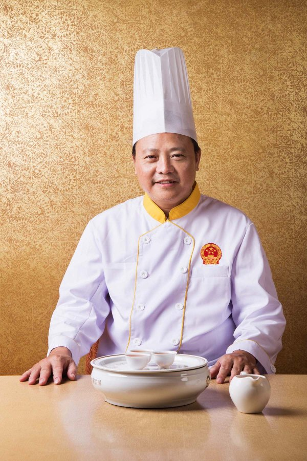 As a director of the Chaozhou Cuisine Research Centre and representative of the Guangdong Cuisine Association at numerous food festivals, his nationwide renown has extended to Beijing's Diaoyutai State Guesthouse – invited to present his native traditional cuisine to Chinese leaders including former Premier Li Peng and other celebrity elites like Li Ruihuan and Tian Jiyun.