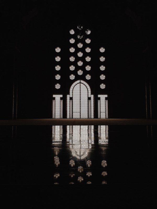 Hassan II Mosque, Casablanca by Huilin Dai via Unsplash
