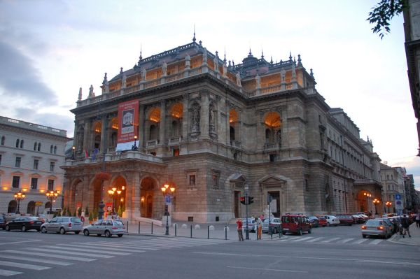 Hungarian Royal Opera House by PDXdj Wikipedia CC