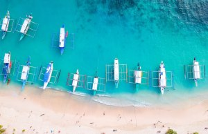 Island Hopping Tours in El Nido photo by Cris Tagupa via Unsplash