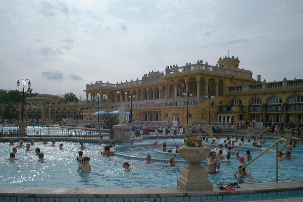 Szechenyi thermal baths image via Wikipedia