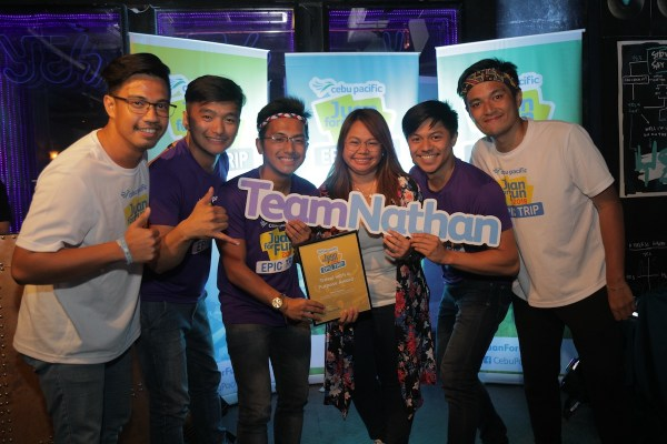 Kenny Galvan, Jonathan Cuanso, and Necho Inso receive the Travel with a Purpose Award from Cebu Pacific Director of Marketing, Blessy Cruz. Joining them are JFF marshalls Anjo Silvoza (left) and Balaram Ongchango.