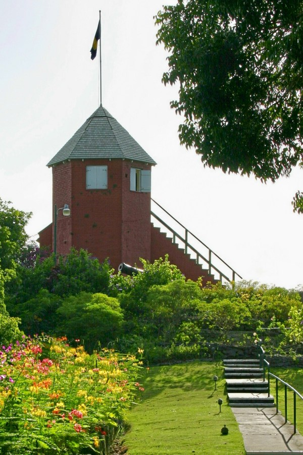Gun Hill Signal Station photo by SamBlob via Wikipedia CC