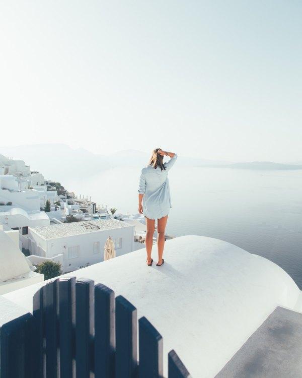 Instagrammable Spots in Santorini by Ryan Christodoulou via Unsplash