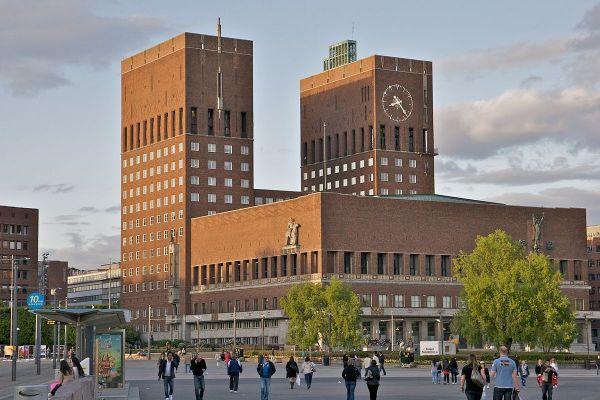 Radhuset Oslo City Hall photo by Alexander Ottesen via Wikipedia CC