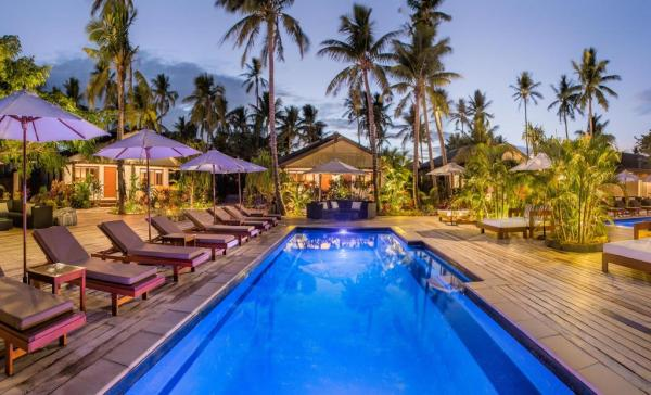 Swimming Pool at Paradise Cove Resort in Fiji