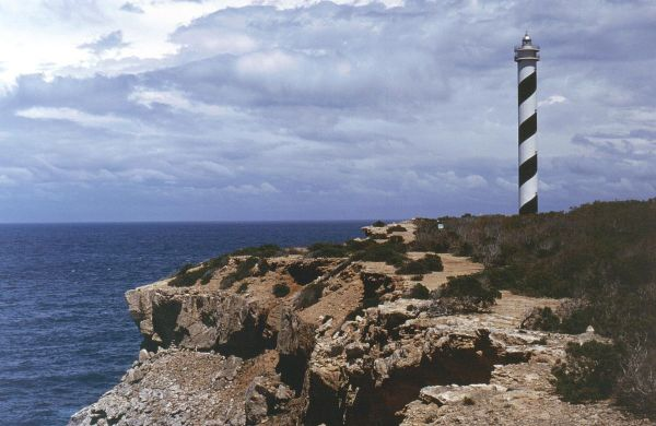 Punta Moscarter Lighthouse by Matthias Prinke via Wikipedia CC