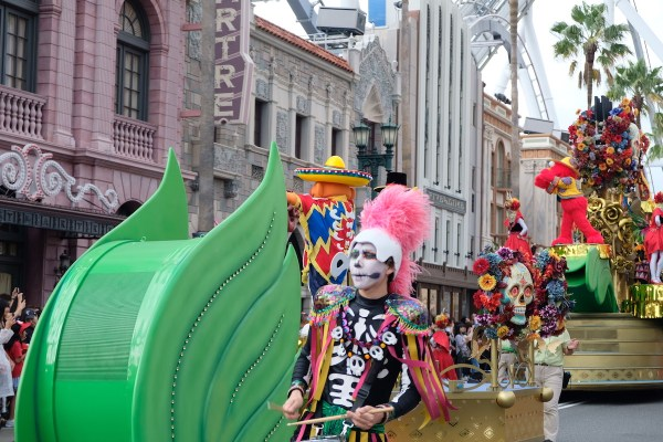 Street Performers Parade in USJ