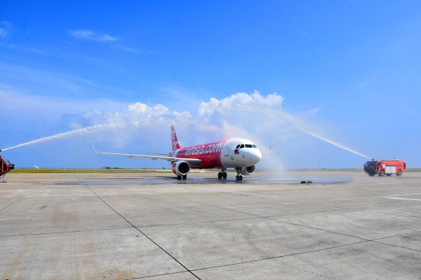 AirAsia's brand new Airbus A320 fitted with sharklets gets the traditional water canon salute upon arrival at Laguindingan International Airport in Cagayan De Oro City last October 28 to celebrate the airline's newest flight from Cagayan de Oro to Manila, Clark, Cebu and Iloilo.