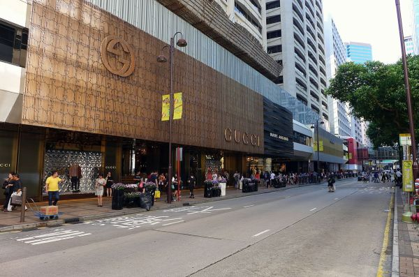 Gucci store in the Tsim Sha Tsui section of Canton Road photo by Wing1990hk