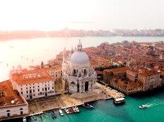 Venice Travel Guide Blog photo by Candre Mandawe via Unsplash