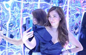 Jackie Go using OPPO R17 Pro
