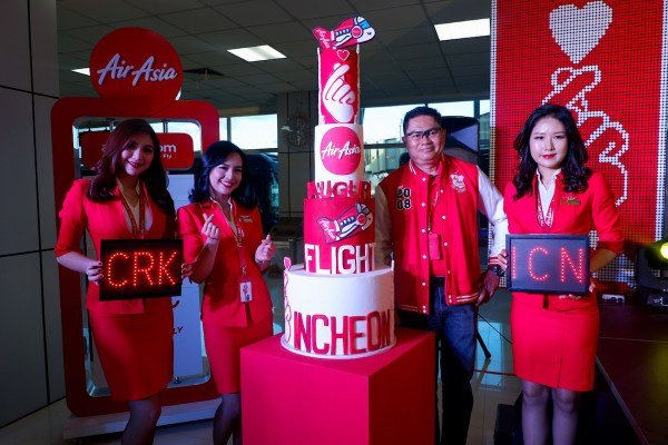 (3rd from left) Captain Gomer Monreal, Director for AirAsia Flight Operations with Cabin Crew