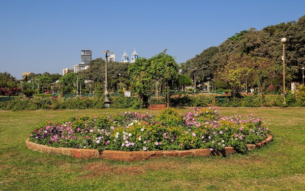 Hanging Gardens of Mumbai by A Savin via Wikipedia CC