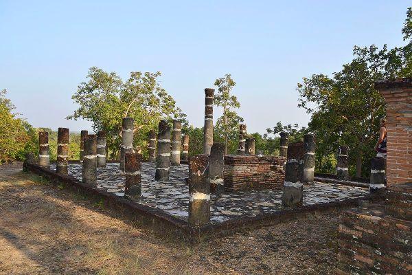 Wat Phra Bat Noi by Hartmann Linge via Wikipedia CC