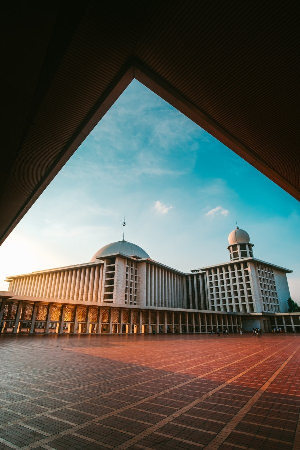 Great Mosque Istiqlal, Jakarta, Indonesia by Rezky Ramadhani via Unsplash