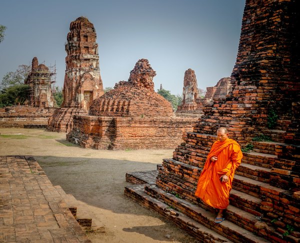 Phra Nakhon Si Ayutthaya, Thailand by Aaron Thomas via unsplash