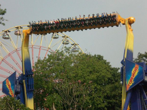 Tornado at Ancol Dreamland by Riyana Fauzy via Wikipedia CC
