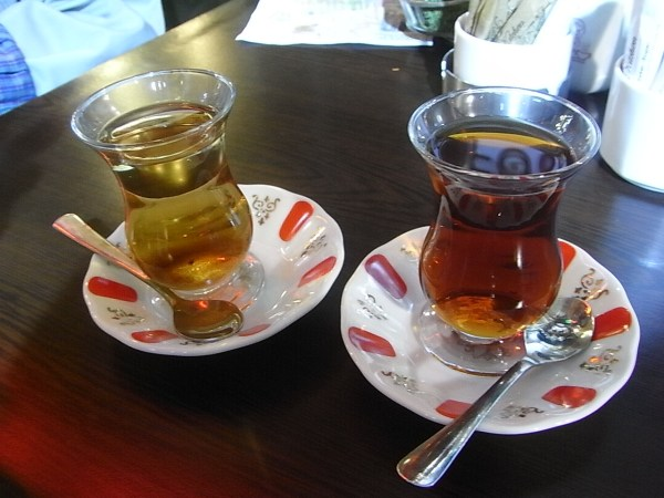 Turkish Apple Tea by Isriya Paireepairit via Flickr CC