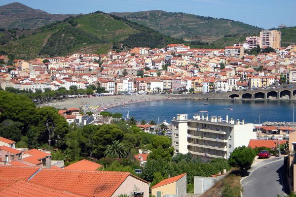 A general view of Banyuls-sur-Mer by Cedric.Lacrambe via Wikipedia CC